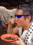 シュニールを食べる.JPG